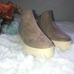 NEW Universal Thread sneakers ankle boots 7 1/2